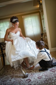 kid helping the bride